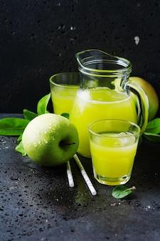 Vers appelsap en groene appels