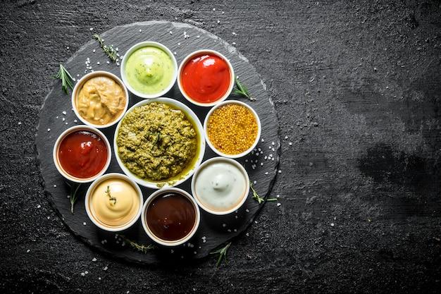 Vers bereid met verschillende sauzen.