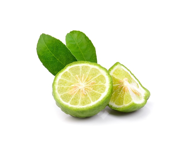 Vers bergamotfruit met geïsoleerd blad.