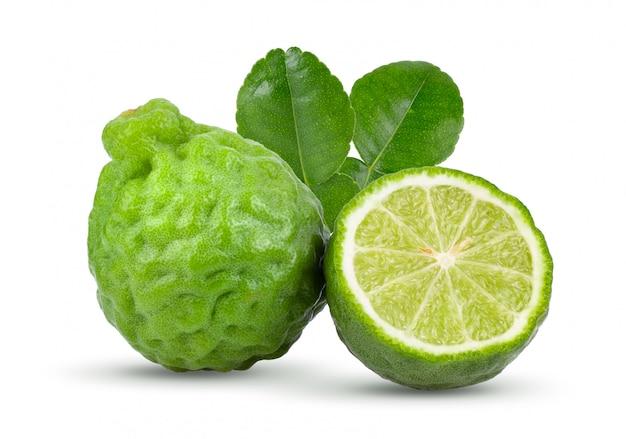 Vers bergamotfruit met geïsoleerde bladeren