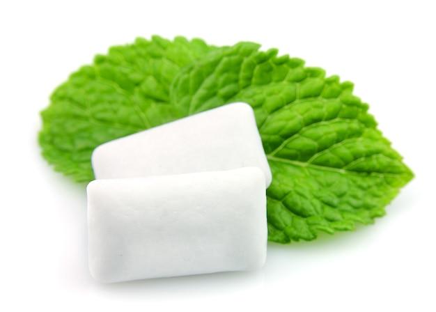Vers blaadjes munt met kauwgom