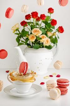 Vers boeket rozen, vliegende macarons en spatten thee
