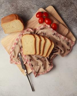 Vers brood in stukken gesneden