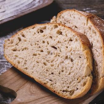 Vers brood op hout