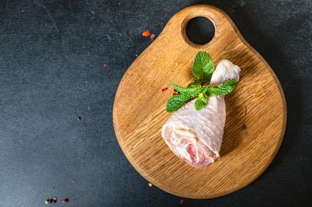 Vers craw hicken been vlees vleeskuiken stuk gezonde maaltijd ingrediënt