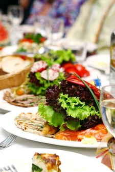 Vers en smakelijk eten op tafel