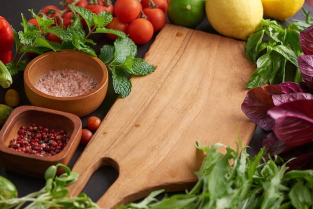 Vers fruit en groenten voor achtergrond, verschillende groenten en fruit voor het eten van gezond, kleurrijke groenten en fruit.