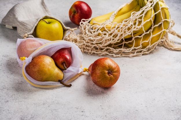 Vers fruit in een milieuvriendelijke zakken