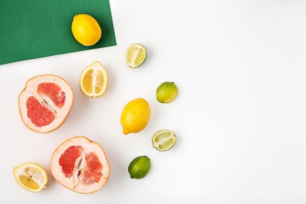 Vers fruit op wit