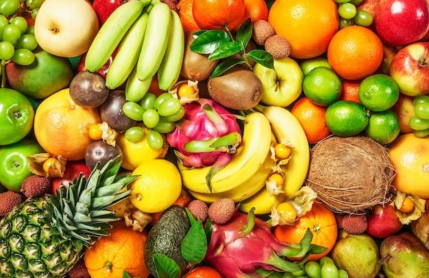 Vers fruitachtergrond als concept voor gezond eten en diëten, winterassortiment, bovenaanzicht