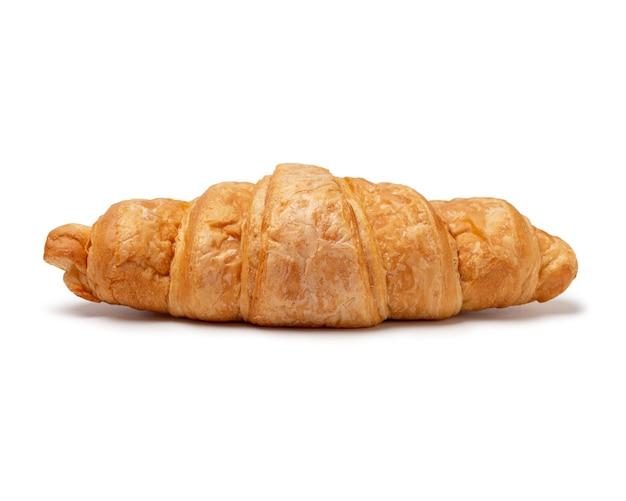 Vers gebakken croissant die op witte ruimte wordt geïsoleerd