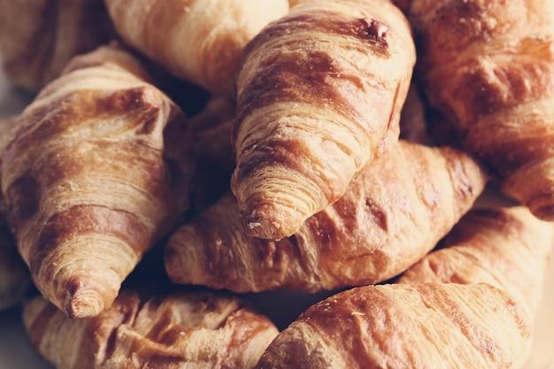 Vers gebakken croissant