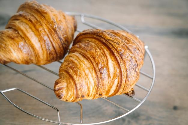 Vers gebakken croissants