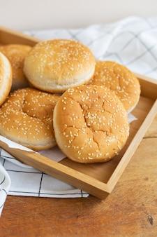 Vers gebakken hamburgerbroodjes