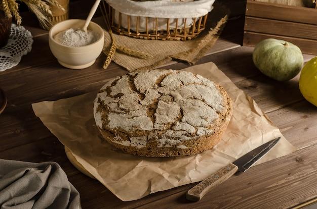 Vers gebakken heerlijk volkoren roggebrood