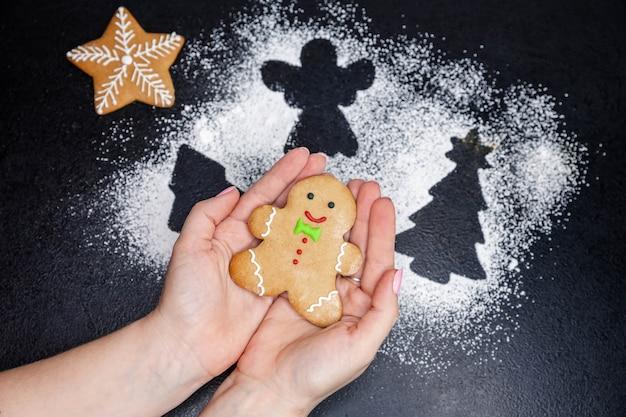 Vers gekookte zelfgemaakte kerstkoekjes