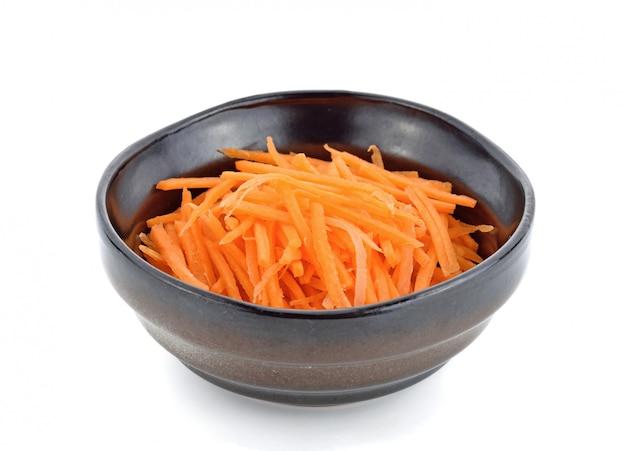 Vers geraspte wortelen in kom