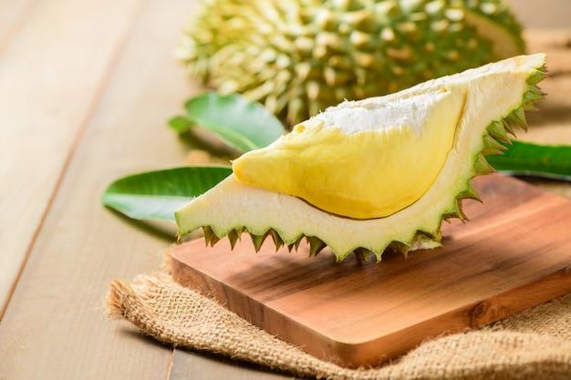 Vers gesneden durian (monthong) op zak