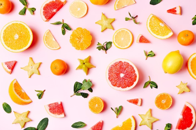 Vers gesneden fruit op helder