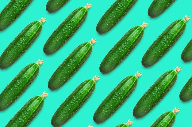 Vers komkommerspatroon, komkommers met een bloem