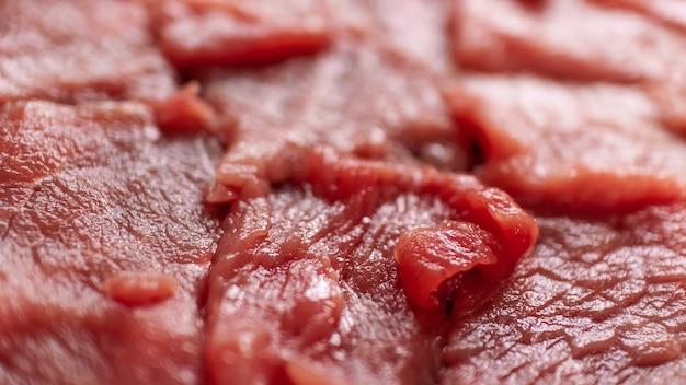 Vers rood gesneden rundvlees met selectieve nadruk voor kookchef-kok