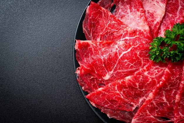 Vers rundvlees rauw gesneden