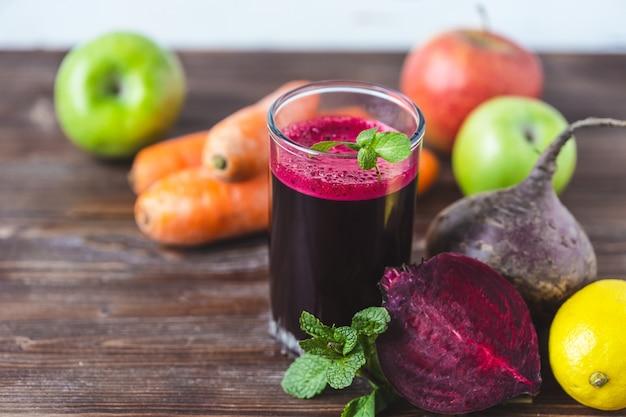 Vers sap van zelfgemaakte groenten