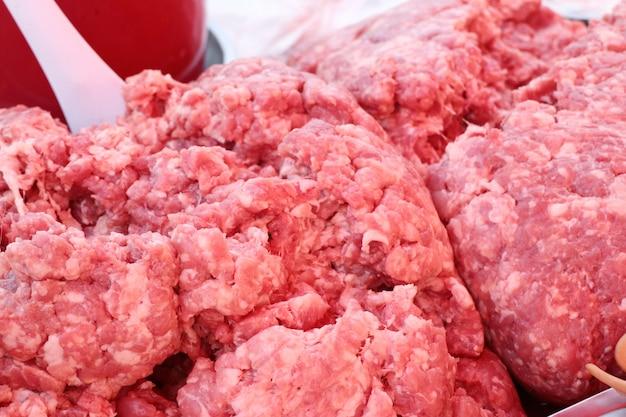 Vers varkensvlees op de markt