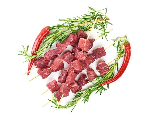 Vers vlees op een geïsoleerd wit
