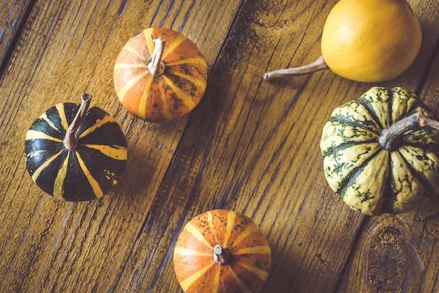 Verscheidenheid aan decoratieve pompoenen