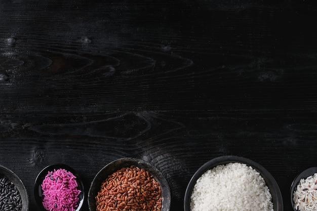 Verscheidenheid aan kleurrijke rijst