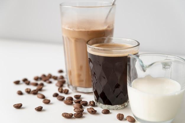 Verscheidenheid aan koffie in glazen