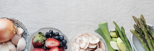 Verscheidenheid aan prebiotische voedingsmiddelen voor darmgezondheid, keto, ketogeen, koolhydraatarm dieet, suikervrij, zuivelvrij en glutenvrij, gezond plantaardig veganistisch voedsel