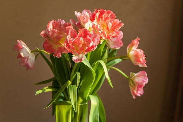 Verscheidenheid aan roze tulpen, boeket tulpen