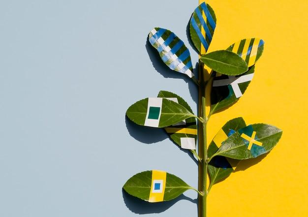 Verscheidenheid aan schildertekeningen van ficusbladeren contrasteerde achtergrond