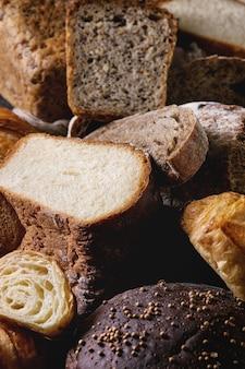 Verscheidenheid van vers gebakken brood
