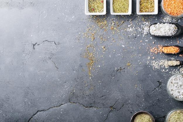 Verscheidenheid van zout en kruiden