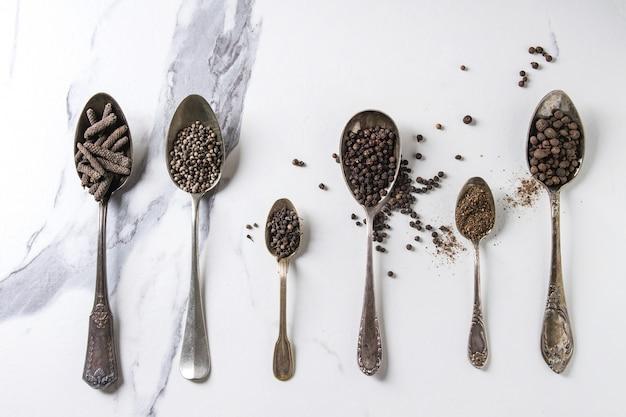 Verscheidenheid van zwarte pepers