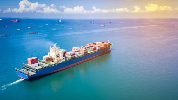 Verschepende container cargo zakelijke internationale import export consumentenproducten open zee