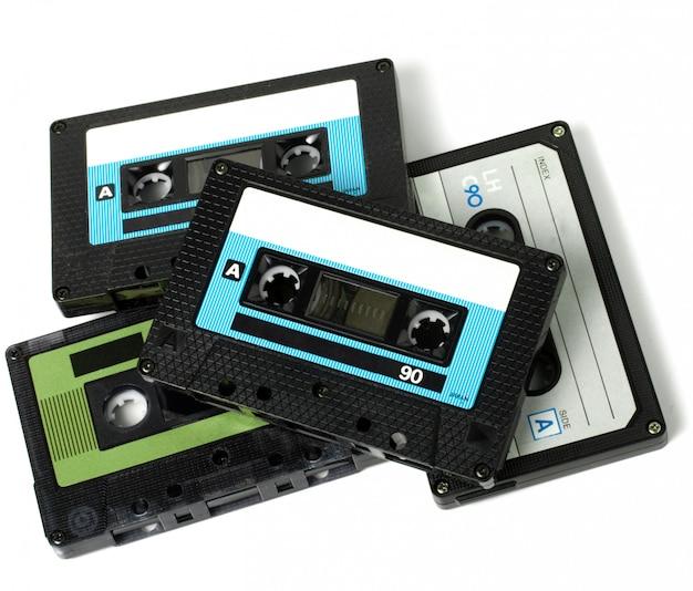 Verschillende audiocassettes geïsoleerd