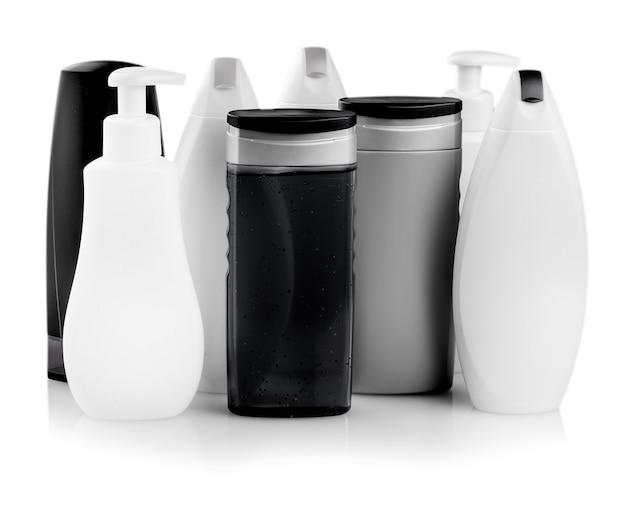 Verschillende cosmetische producten voor persoonlijke verzorging op wit wordt geïsoleerd. detailopname