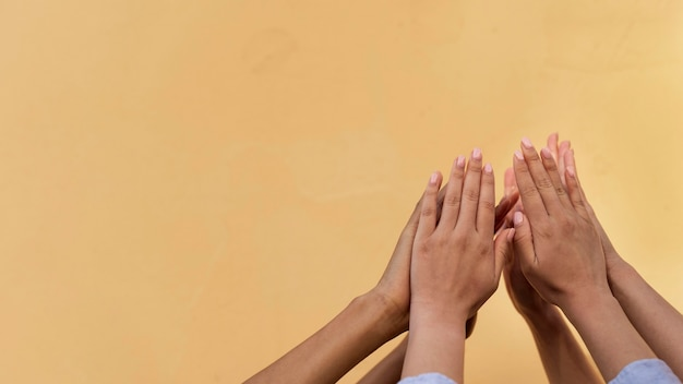 Verschillende etniciteiten high five