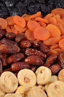 Verschillende gedroogde vruchten achtergrond