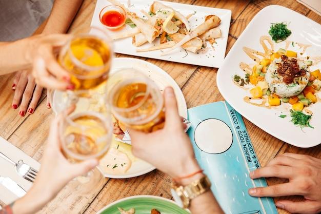 Verschillende gerechten van mediterraan eten