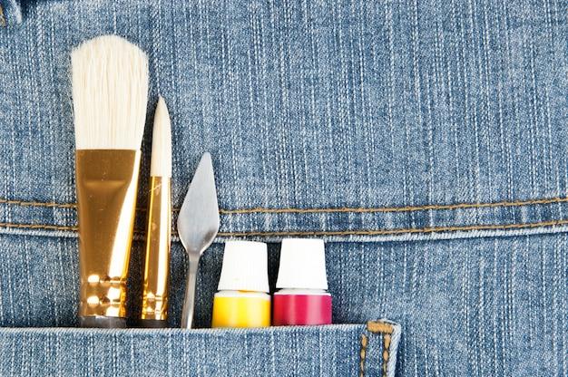 Verschillende hulpmiddelen van kunstenaar