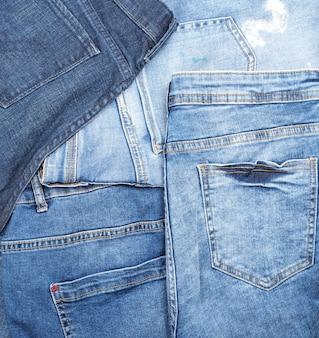 Verschillende klassieke blauwe jeans, volledig frame