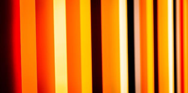 Verschillende kleuren in prospectief geschilderd op houten kolommen