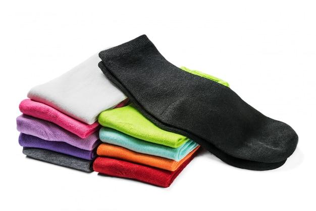 Verschillende kleuren sokken geïsoleerd
