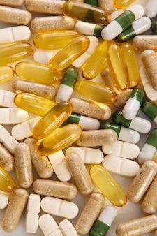 Verschillende kleurrijke pillen