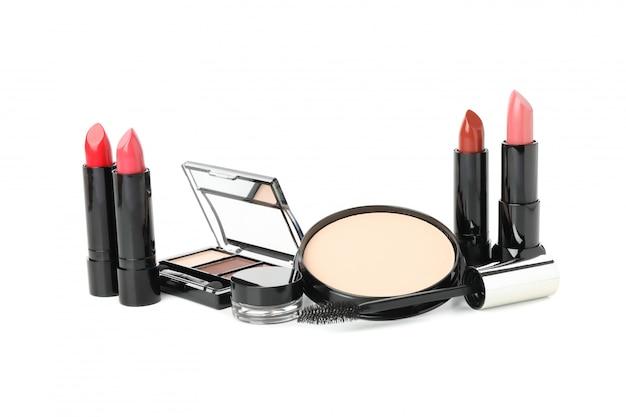 Verschillende make-up cosmetica geïsoleerd op een witte achtergrond. vrouwelijke accessoires